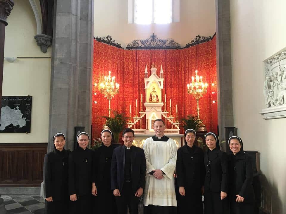 Des religieuses de la congrégation des Amantes de la Croix au Sanctuaire